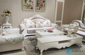 Bảo quản ghế sofa tân cổ điển bền đẹp bằng cách hút bụi thường xuyên