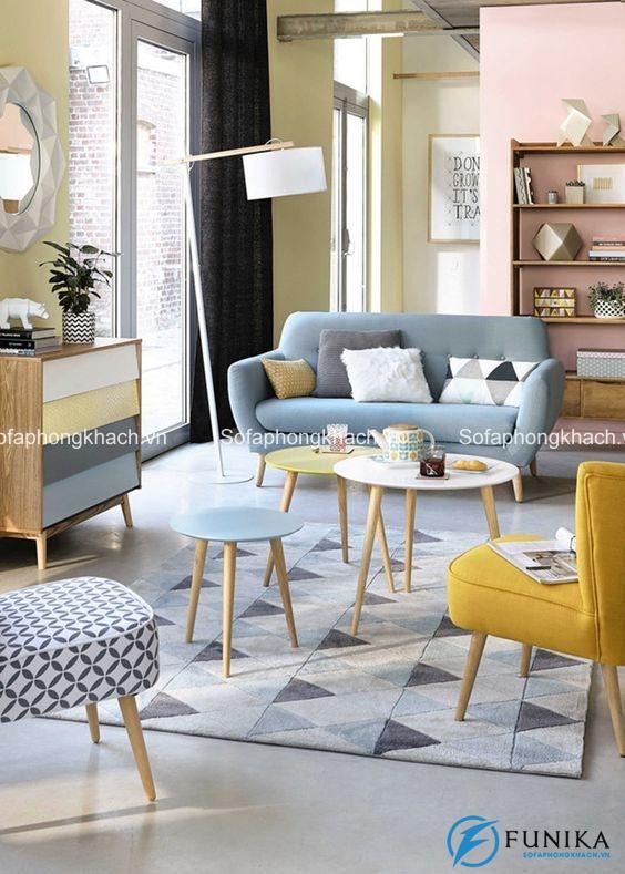 Không gian thu hút hơn nhờ có chiếc ghế sofa màu vàng