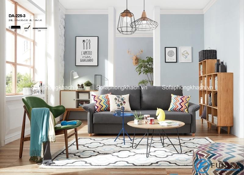 Chiếc ghế sofa kiêm giường ngủ kết hợp cùng bàn trà gỗ đơn giản và thanh lịch