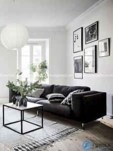 Với sự hiện diện của chiếc sofa màu đen, căn phòng trở nên lịch lãm và tinh tế hơn hẳn